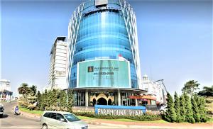 00paramount-plaza