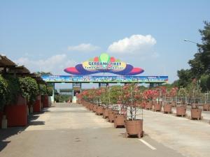 Taman_wisata_mekarsari_main_entrance